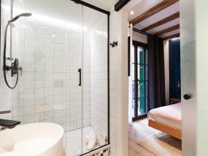 Petite City View - Bathroom